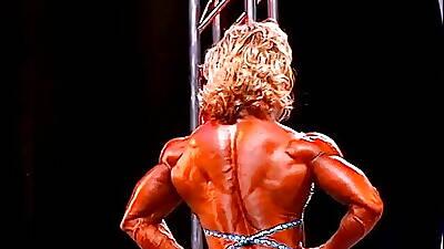 Lisa Aukland - Muscle GILF handy 2007 Olympia