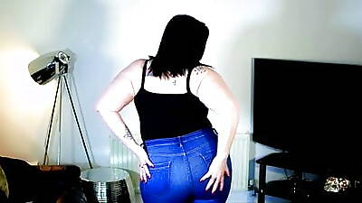 Milf in tight jeans persiflage + buccaneering