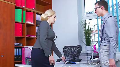 MOM Blonde chubby interior Milf sucks massive geek cock