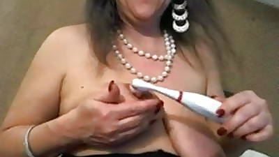 Mature with chubby clit increased by chubby saggy tits - negrofloripa