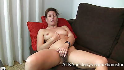 47-year superannuated shy Milf Inge spreads her legs