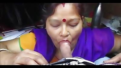 Desi aunty giving blowjob with the addition of deepthroat drank cum