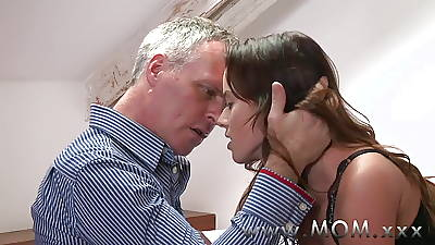 Maw Brunette MILF pleases her man