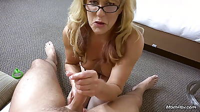 Mediocre Cougar gets a massive facial