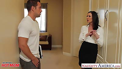Chesty ma Kendra Lust gets facial