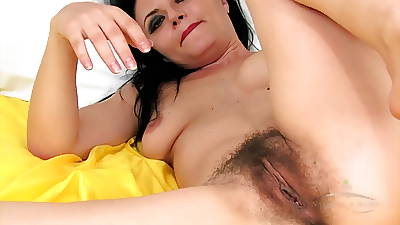 Grown up hairy Vivienne squirts on the bed