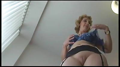 mom upskirt videos
