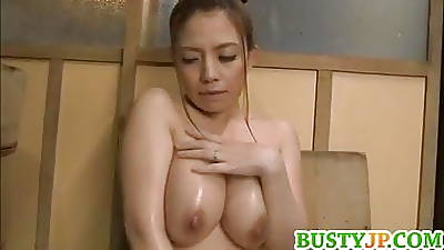Mako with huge top-hole fingers cunt