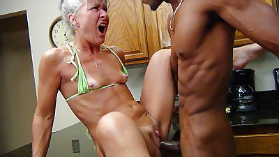 Camel Vernissage Kitchen - Milf Gets Facial