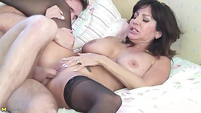 Grey super hot mom takes young sausage