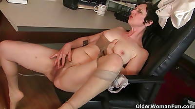 Hairy gilfs thither pantyhose need there freeze someone out