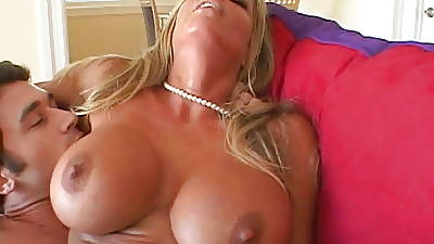 Smoking hot MILF banged by a lucky coxcomb