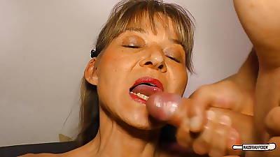 HausfrauFicken - German matured housewife in hardcore roger
