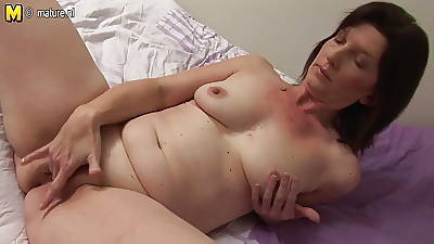 Naughty housewife bringing off with her soaking pussy