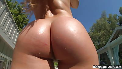Nice broad in the beam ass Nicole Aniston takes huge bushwa