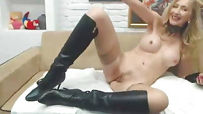 Milf forth stockings & Boots fingers and cums
