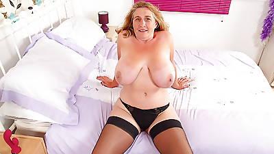 English milf Camilla Creampie lowers her latibulize pants