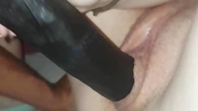 Elle ce masturbe avec sont gode talisman part 1