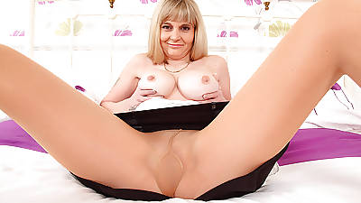 British milf Kat needs toying say no to shaven cunny