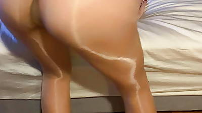 Wife in pantyhose showes perfect arse