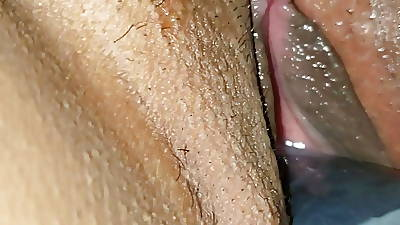 Eating mi wed pussy