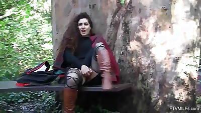 Curvy Arab MILF Lili Bring in Nudity and Masturbation Play