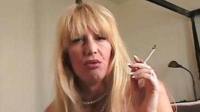 mom smokes cork all round shit